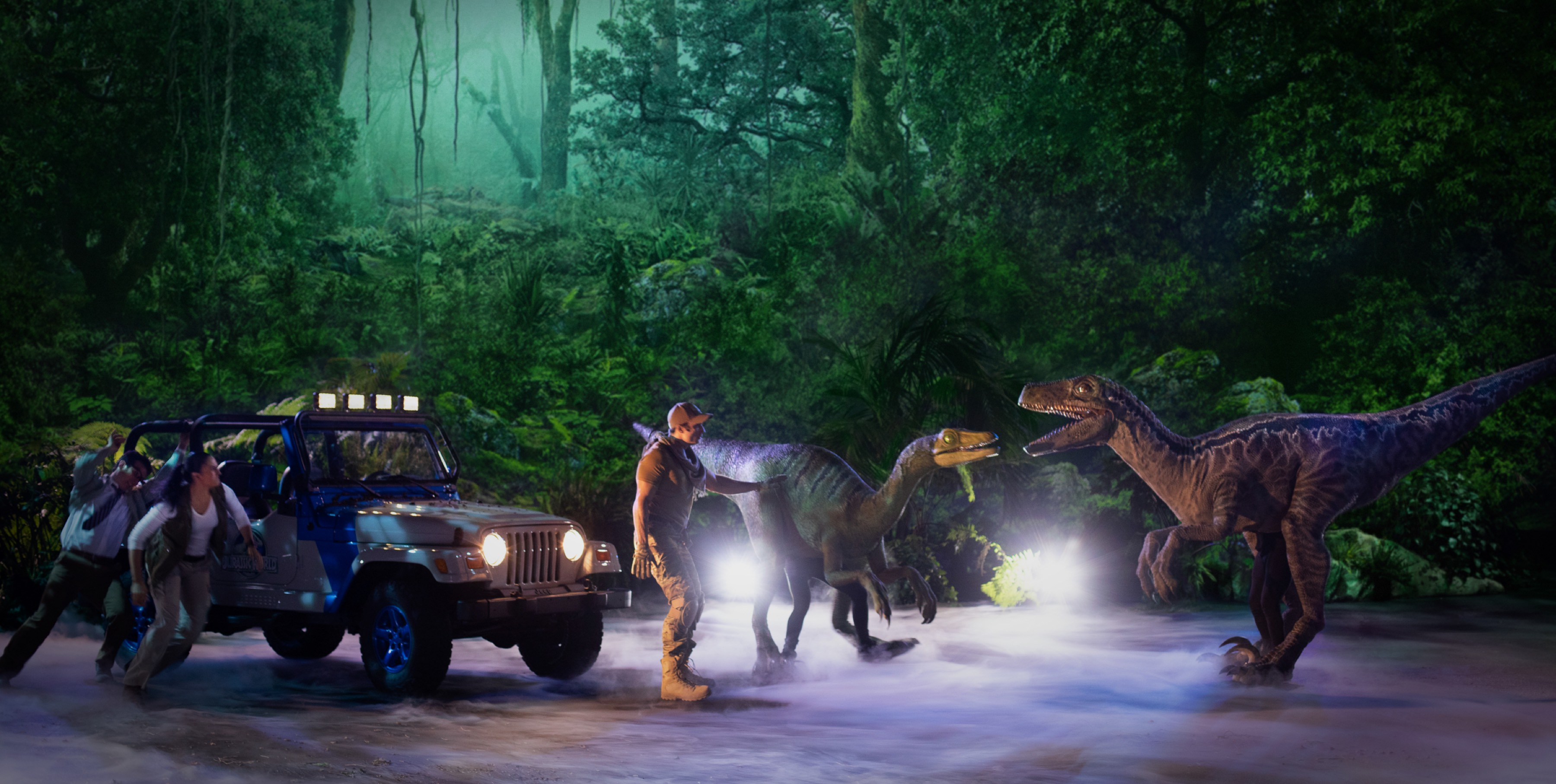 Dino confrontation with jeep team